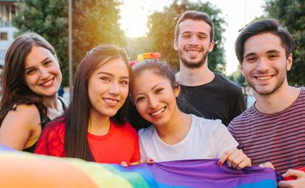 「LGBTQ+」とは? 多様な性のあり方が受容される社会を実現するために知っておくこと